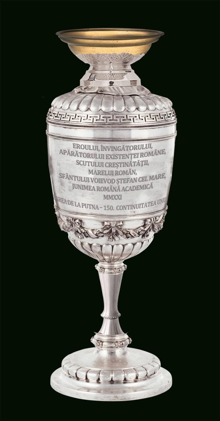 Candela de argint ce va fi dăruită de studenți pentru mormântul Sfântului Ștefan cel Mare