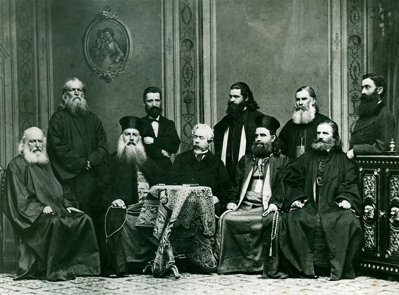 Egumenul Arcadie Ciupercovici alături de elita Bucovinei